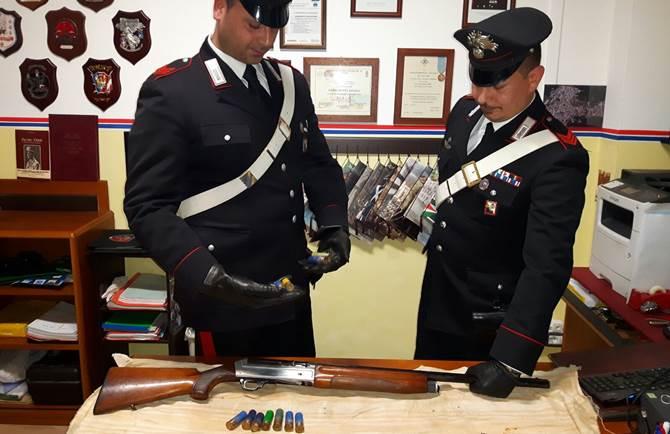 Il fucile e le cartucce rinvenute a Terranova Sappo Minulio
