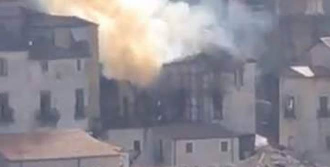 Cosenza, palazzina in fiamme