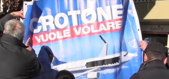 Immagini della protesta a Crotone