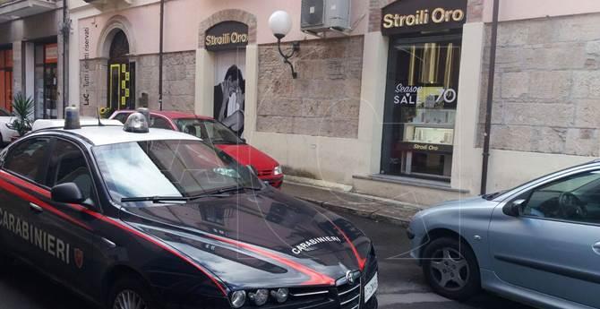 Rapina alla gioielleria Stroili Oro a Cosenza, ferita una donna