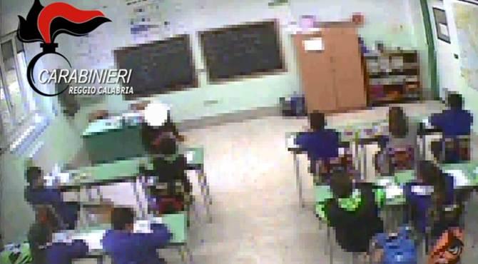 Maestre Sospese a Reggio Calabria, picchiavano i Bambini a Scuola