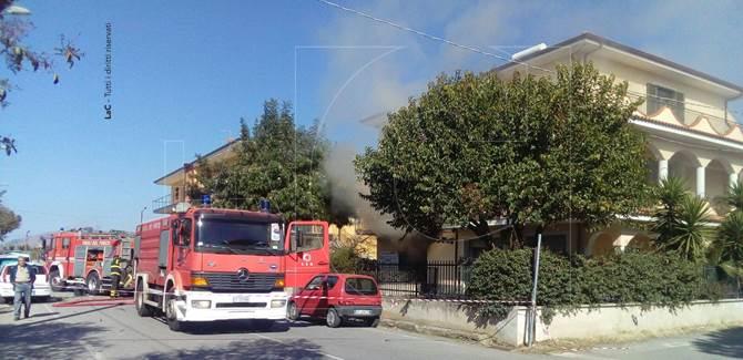 La pasticceria a Nocera Terinese in cui è esplosa una bombola