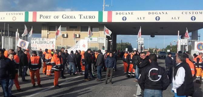 La protesta dei lavoratori del Porto alcuni giorni addietro