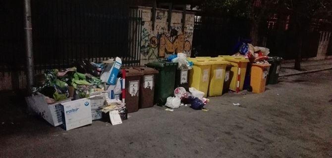 Rifiuti abbandonati in via Buccarelli