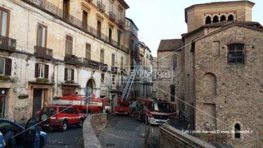 Incendio nel centro storico di Cosenza
