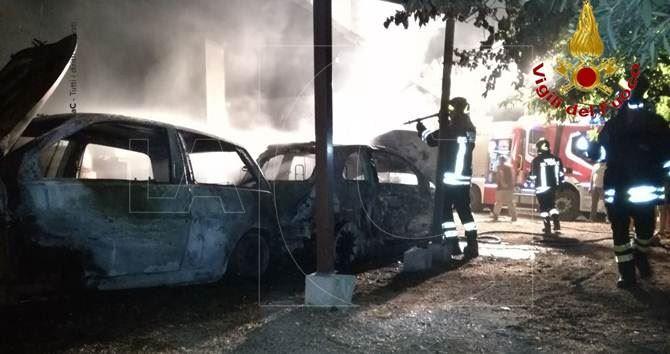 Incendiate auto a Mesoraca