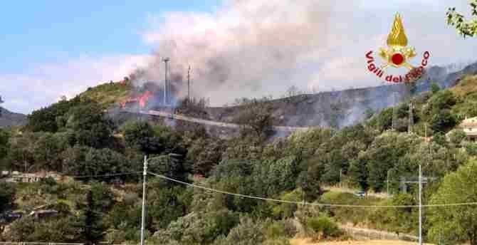 Incendio in località Piterà a Catanzaro