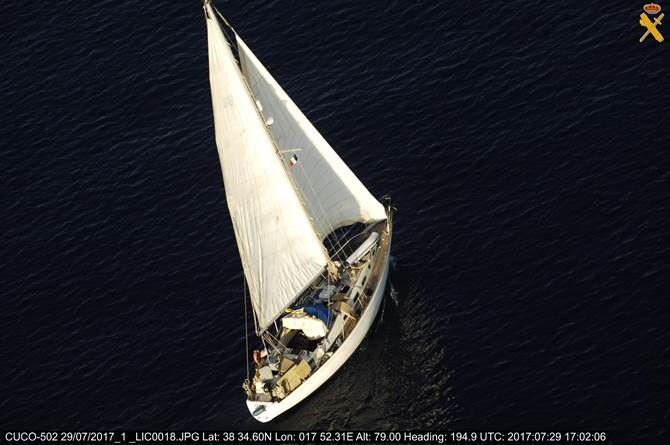 Imbarcazione intercettata dalla Guardia di Finanza