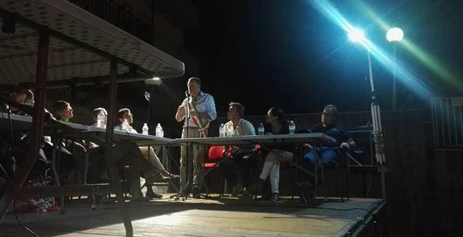Il Consiglio comunale in piazza a Cariati