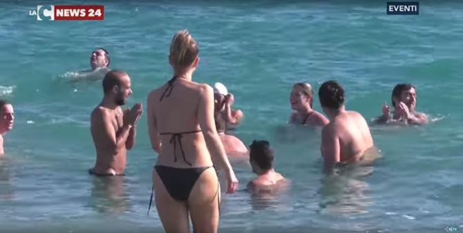 Bagno natalizio nel mare di locri - Bagno di romagna ultimo dell anno ...