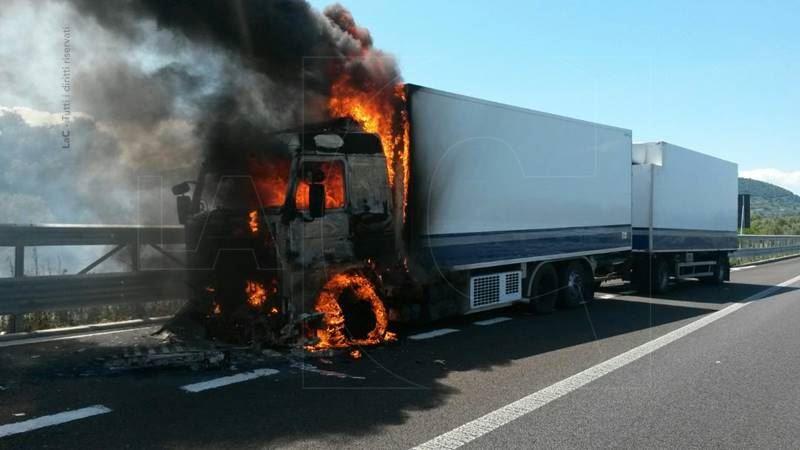Risultati immagini per autotreno in fiamme