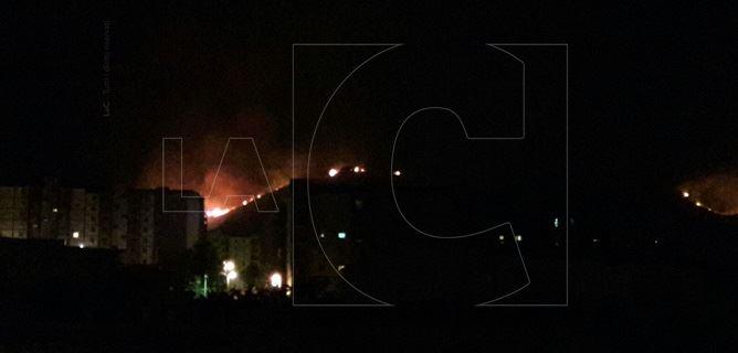 Incendio a ridosso delle case popolari di viale Isonzo