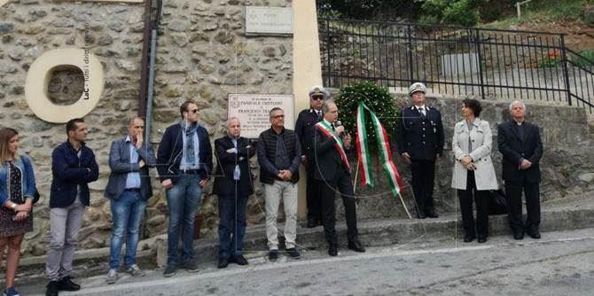 La cerimonia di commemorazione dei netturbini uccisi a Lamezia Terme