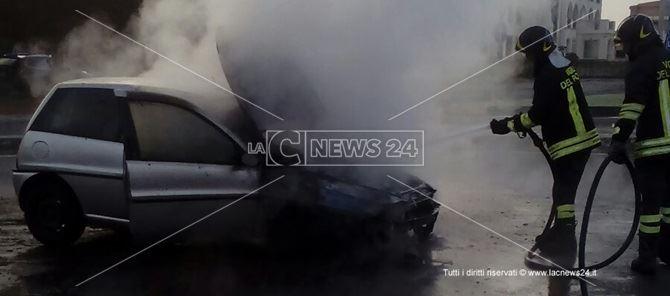L'intervento dei vigili del fuoco del distaccamento di Lamezia Terme