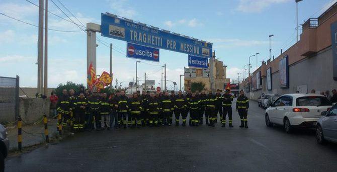 Protesta dei Vigili del fuoco a Villa San Giovanni