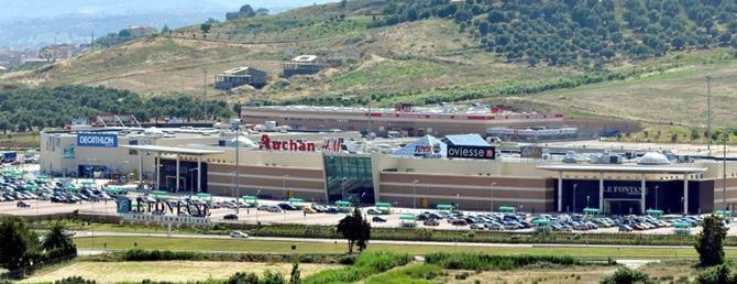 Il parco commerciale in viale Emilia a Catanzaro
