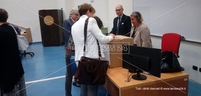 Le operazioni di voto all'università di Catanzaro