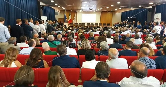 Cantiere Calabria, Minniti: 'Spendere i fondi europei con passione e integrità&#39