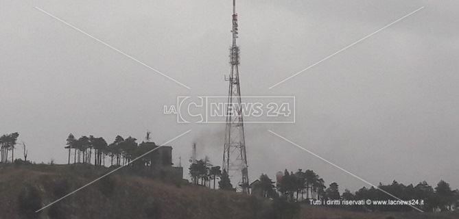 Un fulmine si è abbattuto sul monte Tiriolo