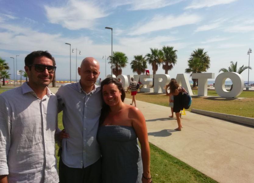 Orlando Fratto con il sindaco Ernesto di Soverato Alecci e l'assessore alle politiche sociali Sara Fazzari