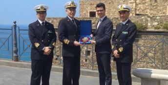 L'ammiraglio Pettorino a Pizzo con il sindaco Callipo