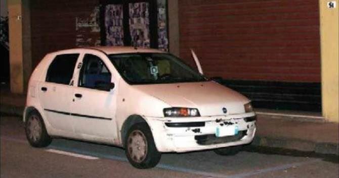 L'auto nella quale venne rinvenuto il corpo di Francesco Bagalà