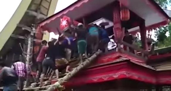 Funerale choc: 40enne muore schiacciato dalla bara della madre