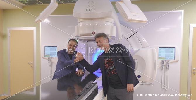 da sinistra Massimo Marrelli, direttore sanitario del Marrelli Hospital, e il dottore Piercarlo Gentile, direttore scientifico della clinica