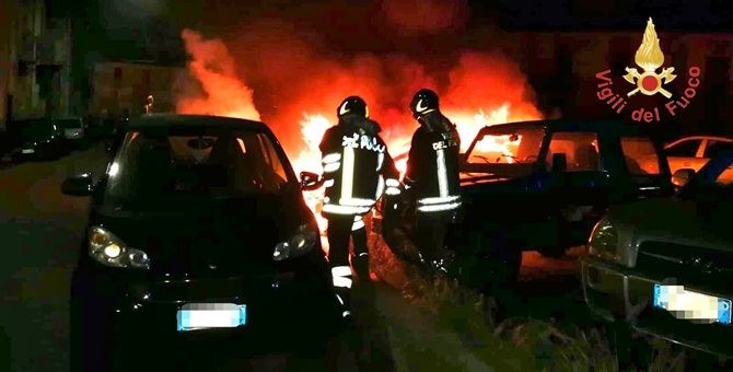 I vigili del fuoco impegnati sul posto