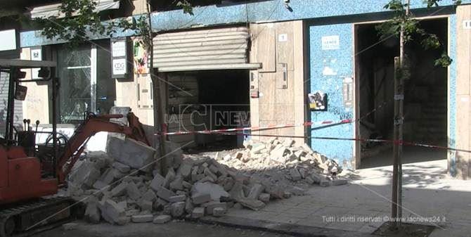 Il bar distrutto dall'esplosione