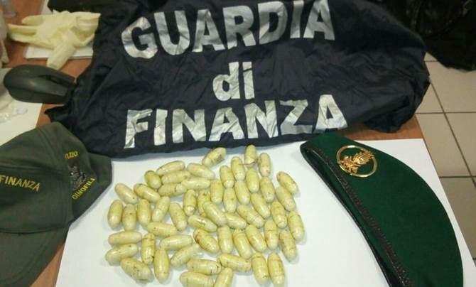 Perugia, mezzo chilo di eroina nella pancia: arrestato un 20enne 'corriere ovulatore'