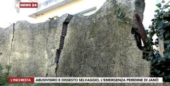 Un muro crollato del quartiere Janò