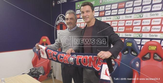 da sinistra: il presidente del Crotone Gianni Vrenna, e il neo allenatore Massimo Oddo