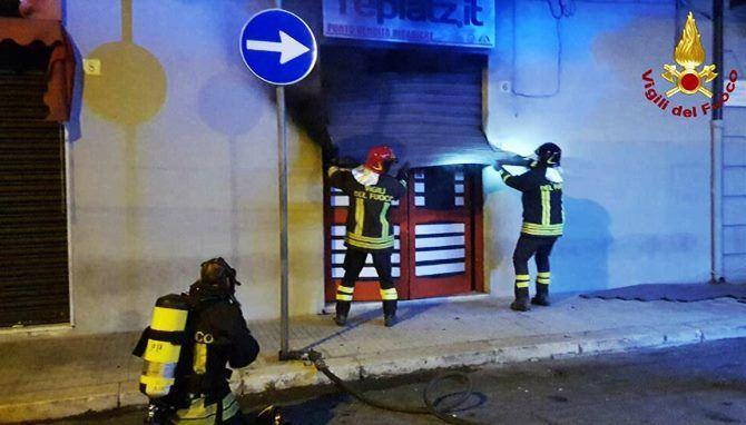 L'incendio alla sala scommesse