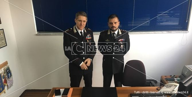 da sinistra: il comandante provinciale dei Carabinieri Alessandro Colella e il neo comandante di Crotone Francesco Esposito