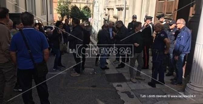 La protesta all'Asp di Reggio Calabria