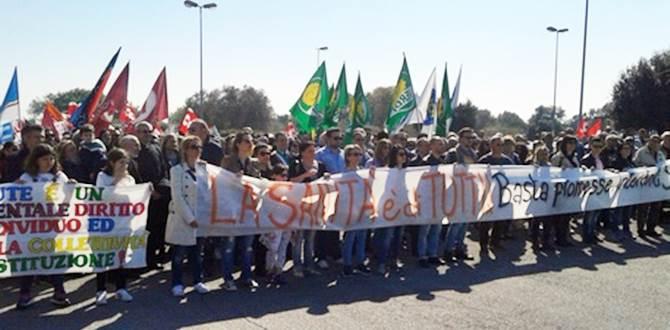 Manifestazione a Rossano (foto Ansa)