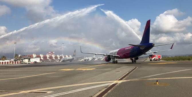 Il primo volo della compagnia WizzAir atterrato a Lamezia