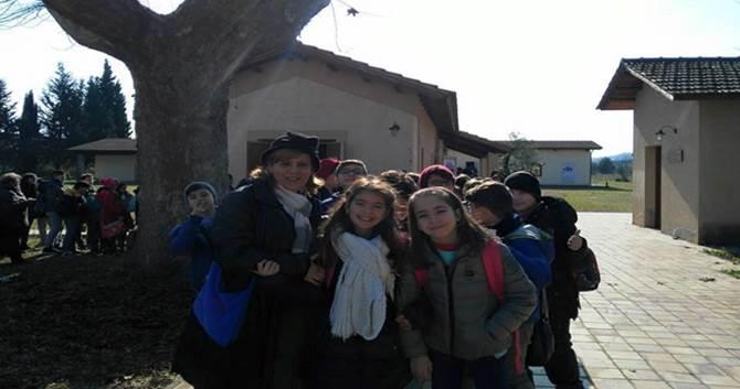 I bambini insieme all'insegnante Pina Antonucci