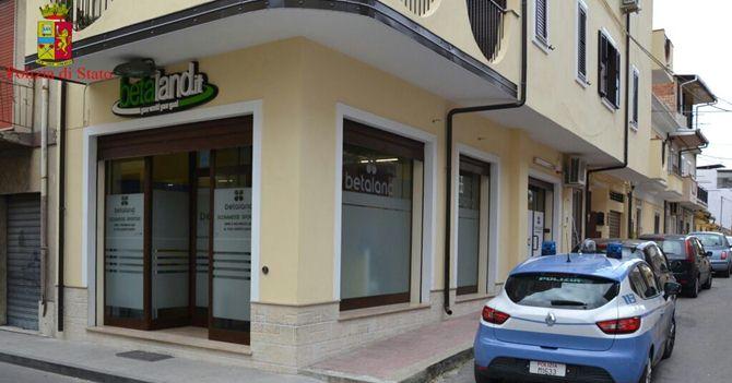 Sala scommesse non autorizzata sequestrata a Rosarno