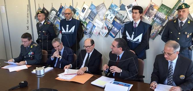 La conferenza stampa alla presenza del Procuratore della Repubblica Federico Cafiero De Raho