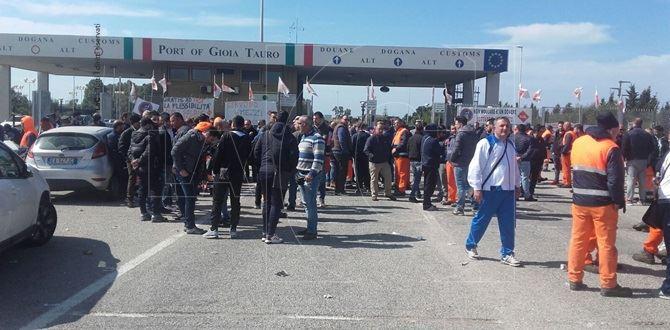 I portuali di Gioia Tauro in protesta