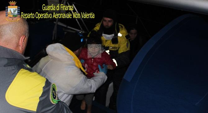 Veliero con 70 migranti soccorso a Crotone, arrestati 3 scafisti ucraini