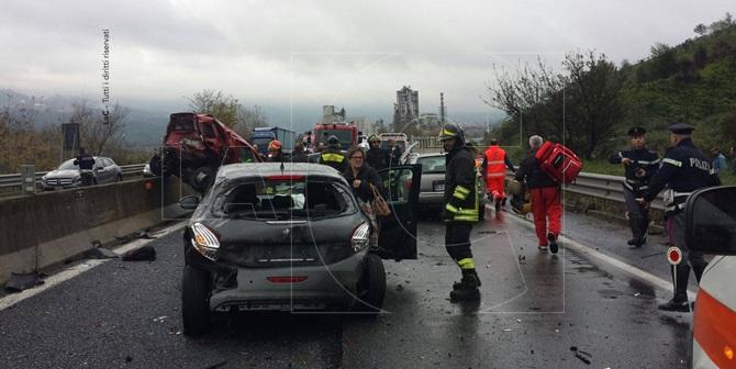 Calabria grave incidente, coinvolte sei auto