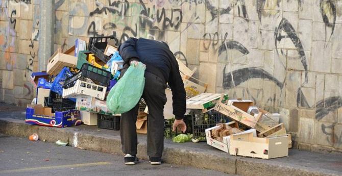 Allarme Istat, un italiano su 4 rischia la povertà