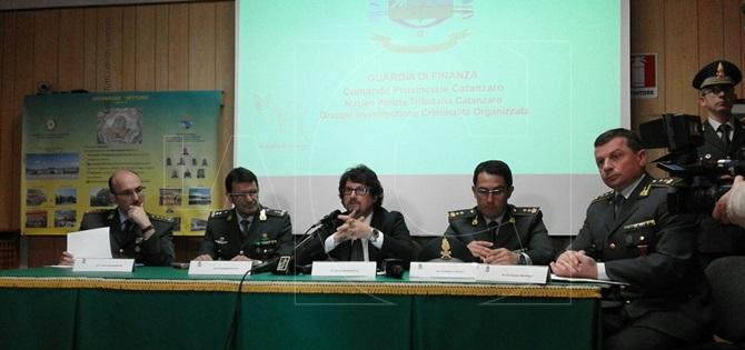 La conferenza stampa alla presenza del procuratore aggiunto della Dda Giovanni Bombardieri